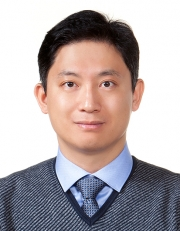 Prof. Kim Tae-gon of Hangyang University.