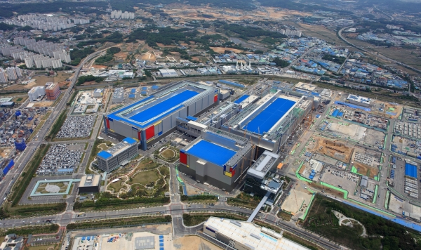 An aerial view of Samsung's Pyeongtaek chip plant in South Korea. Image: Samsung
